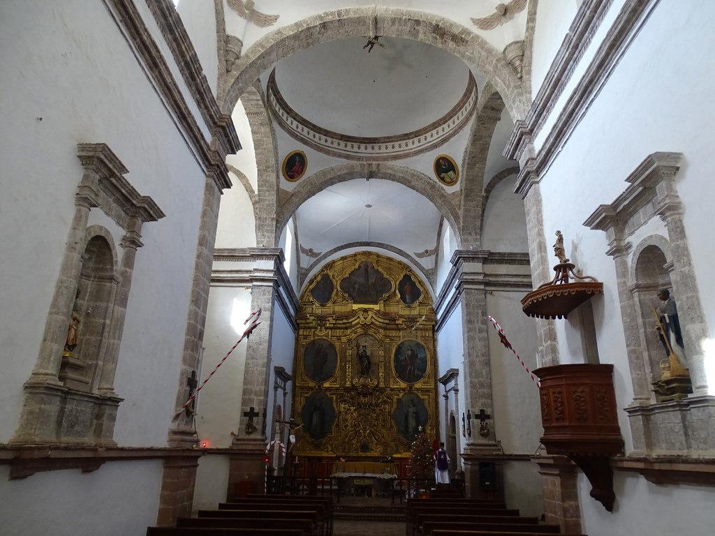 interior de la misión de San Ignacio de Kadakaamán